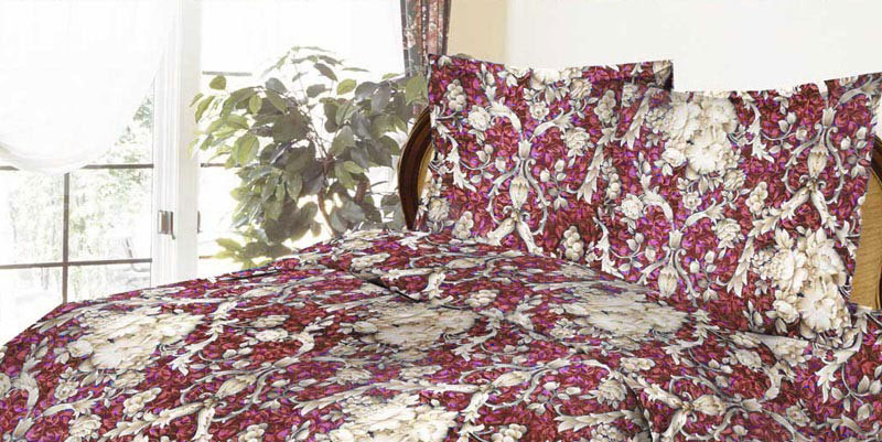 Комплект белья ROKO Барокко, 1,5-спальный, наволочки 70х70, цвет: бордовый, серый01-1268-1Комплект белья ROKO Барокко состоит из простыни, пододеяльника и двух наволочек. Для производства постельного белья используются экологичные ткани высочайшего качества. Бязь - хлопчатобумажная плотная ткань полотняного переплетения. Отличается прочностью и стойкостью к многочисленным стиркам. Бязь считается одной из наиболее подходящих тканей для производства постельного белья и пользуется в России большим спросом.