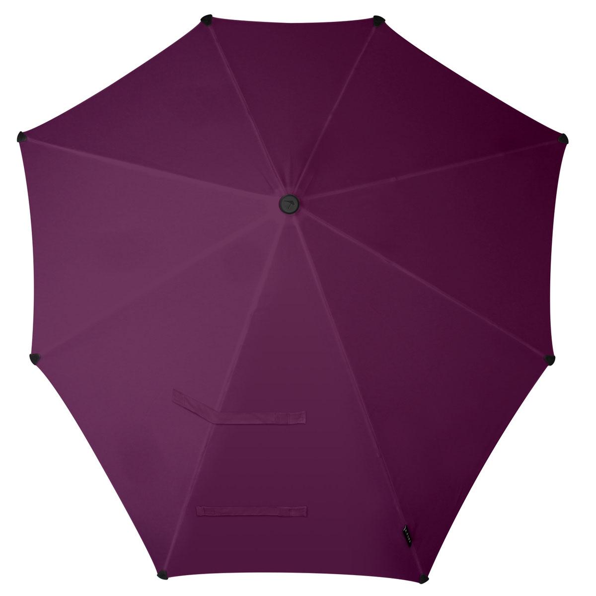 Зонт-трость Senz, цвет: фиолетовый. 2011070CX1516-50-10Инновационный противоштормовый зонт-трость, выдерживающий любую непогоду. Входит в коллекцию urban breeze, разработанную в соответствии с современными течениями fashion-индустрии. Зонт Senz отлично дополнит образ, подчеркнет индивидуальность и вкус своего обладателя.Форма купола продумана так, что вы легко найдете самое удобное положение на ветру – без паники и без борьбы со стихией. Закрывает спину от дождя. Благодаря своей усовершенствованной конструкции, зонт не выворачивается наизнанку даже при сильном ветре. Модель Senz Original выдержала испытания в аэротрубе со скоростью ветра 100 км/ч. Характеристики:- тип — трость- выдерживает порывы ветра до 100 км/ч- УФ-защита 50+- удобная мягкая ручка- безопасные колпачки на кончиках спицах- в комплекте прочный чехол из плотной ткани с лямкой на плечо - гарантия 2 года
