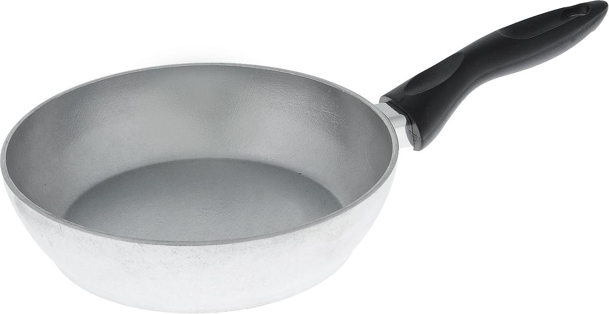 Сковорода Алита Алена. Диаметр 20 см10100Сковорода Алита Алена, изготовленная из литого алюминиевого сплава AK5M2П, прекрасно подходит для приготовления повседневных блюд. Гладкая поверхность обеспечивает легкость ухода за посудой. Изделие оснащено удобной пластиковой ручкой, которая не нагревается в процессе готовки.Подходит для использования на всех типах плит, кроме индукционных.Диаметр сковороды (по верхнему краю): 20 см.Высота стенки: 5,5 см.Длина ручки: 15,5 см.