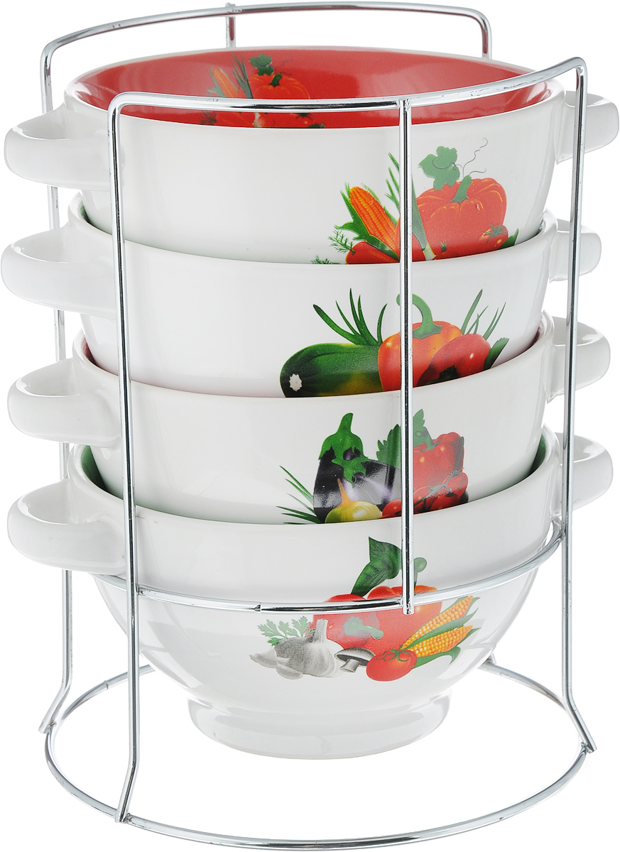 Набор супниц Loraine, на подставке, 500 мл, 4 предмета115510Для хозяек, предпочитающих современный и яркий дизайн, эти супницы будут отличным кухонным сервизом. Чашки белого-зеленого цвета с рисунком Овощи сделаны из биокерамики. Сервиз подчеркнет Ваш стиль и индивидуальность. Набор очень удобны в использовании, благодаря подставке он очень компактно расположится на вашей кухне.Пригоден для использования в микроволновой печи, холодильнике. Можно мыть в посудомоечной машине. Набор супницы Mayer&Boch - идеальный и необходимый подарок для вашего дома и для ваших друзей.