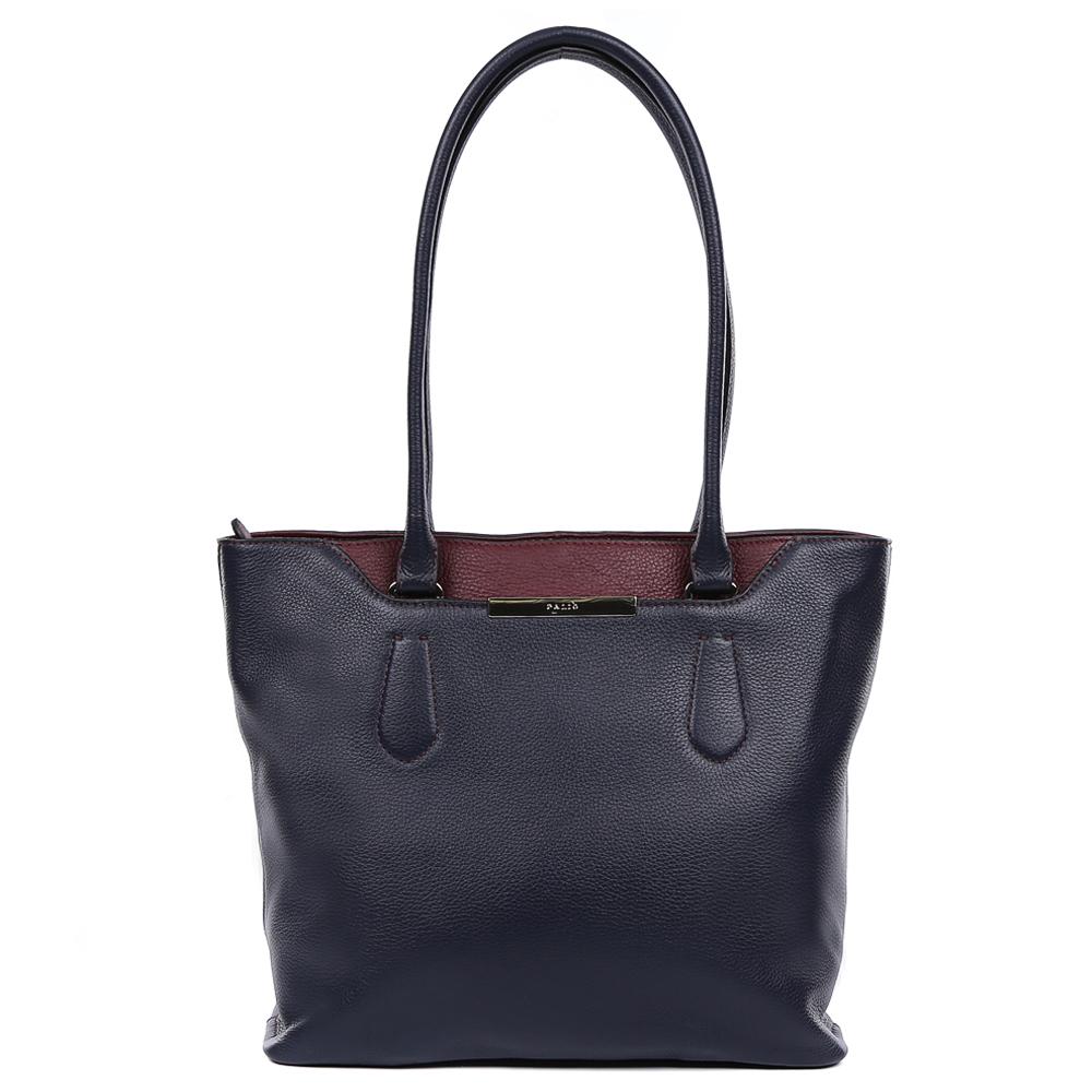 Сумка женская Palio, цвет: темно-синий. 14737A1-W1-819/3993-47670-00504Изысканная женская сумка Palio выполнена из натуральной плотной кожи, которая держит форму и имеет мягкую и пористую фактуру. Элегантный темно-синий цвет, изящное крепление ручек и яркая фурнитура, выполненная в золотом цвете,- такой дизайн непременно дополнит любой современный образ. Ультрамодная комбинация разных типов кож, элегантная вставка под рептилию позволит вам подчеркнуть свой уникальный вкус. Сумка имеет одно вместительное отделение, которое разделено карманом на молнии. Внутри аксессуара вы с легкостью расположите свой сотовый телефон и другие женские мелочи за счет удобных карманов. На передней и тыльной стороне модели дизайнеры разместили вместительный карман, который закрывается на стильную молнию с кожаным поводком. Сумка с легкостью вмещает формат A4.