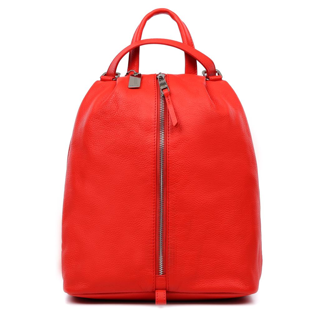 Рюкзак женский Palio, цвет: красный. 15113A-353RivaCase 8460 blackКлассический женский рюкзак от итальянского бренда Palio выполнен из натуральной кожи, которая имеет мягкую и приятную на ощупь фактуру. Насыщенный красный цвет дополнит любую цветовую гамму, поэтому модель станет универсальным аксессуаром, подходящим под различные современные образы. Дизайнерское расположение молнии, удобные ручки, длинные кожаные поводки и фурнитура в серебряном цвете, - все это превращает изделие в ультрамодный рюкзак, который подчеркнет ваш уникальный стиль. Внутри вы сможете разместить мелкие вещи с помощью кармана, который закрывается на молнию. На тыльной части рюкзака дизайнеры разместили удобное внутреннее отделение с кожаным поводком. Прочные и тонкие ручки регулируются, рюкзак вмещает папки и документы формата A4.