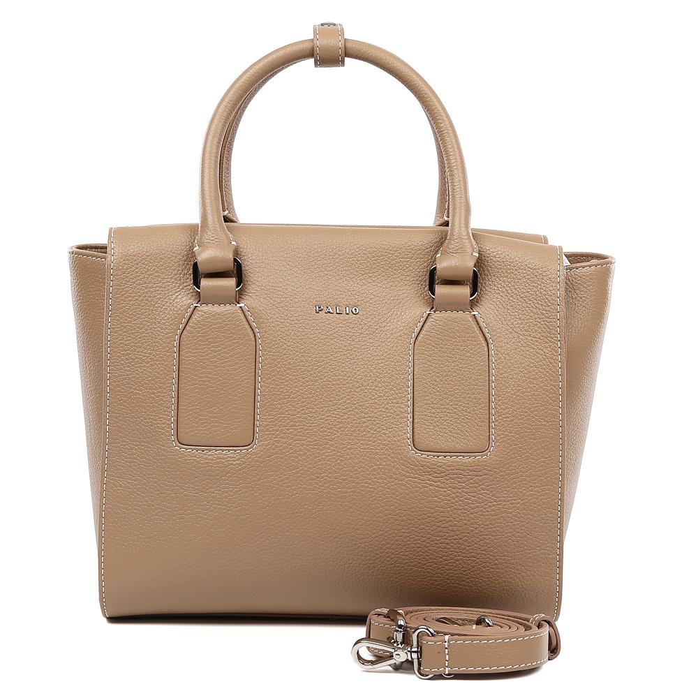 Сумка женская Palio, цвет: бежевый. 14892A-224BM8434-58AEИзысканная сумка от итальянского бренда Palio выполнена из натуральной пористой кожи, которая держит форму и имеет невероятно мягкую и приятную на ощупь фактуру. Женственный бежевый цвет, элегантные геометрические вставки и фурнитура в серебряном цвете придадут вашему образу нотки элегантности и делового шика, а также подчеркнут неповторимый стиль. Сумка имеет одно вместительное отделение, которое разделено на два отсека карманом на молнии. Внутри сумки вы с легкостью сможете расположить свой сотовый телефон и другие женские мелочи с помощью удобных и вместительных карманов. Модель не вмещает формат A4, в комплекте имеется наплечный ремень, с помощью которого аксессуар можно носить на плече.