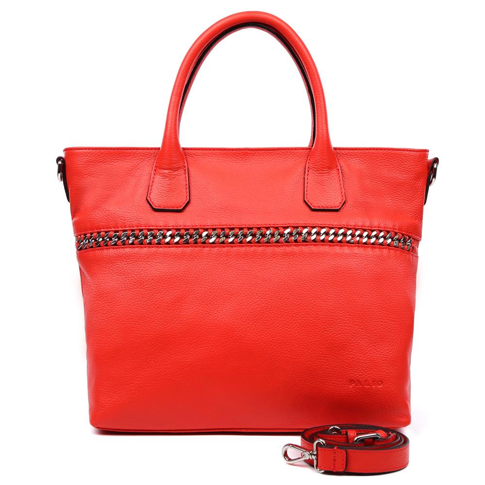 Сумка женская Palio, цвет: красный. 14998A3-353BM8434-58AEЭлегантная женская сумка Palio выполнена из натуральной плотной кожи, которая держит форму и имеет пористую фактуру. Если вы любите роскошный, но не вычурный стиль, эта модель создана специально для вас. Насыщенный красный цвет, лаконичный дизайн и стильная металлическая вставка - все это придаст любому образу нотки современности и яркости. Фурнитура выполненная в серебряном цвете и кожаные поводки завершают дизайн модели, делая его ультрасовременным, но в тоже время очень женственным. Сумка имеет одно вместительное отделение, которое разделено карманом на молнии, вы с легкостью сможете носить с собой нужные папки и документы формата A4. Внутри аксессуара вы расположите свой сотовый телефон и другие женские мелочи за счет удобных карманов. На тыльной стороне дизайнеры разместили вместительный карман, который закрывается на стильную молнию со стальным поводком. В комплекте аксессуар имеет тонкий кожаный ремень, с помощью которого, вы сможете стать самой неотразимой и стильной как на любой деловой встрече, так и в кампании друзей.