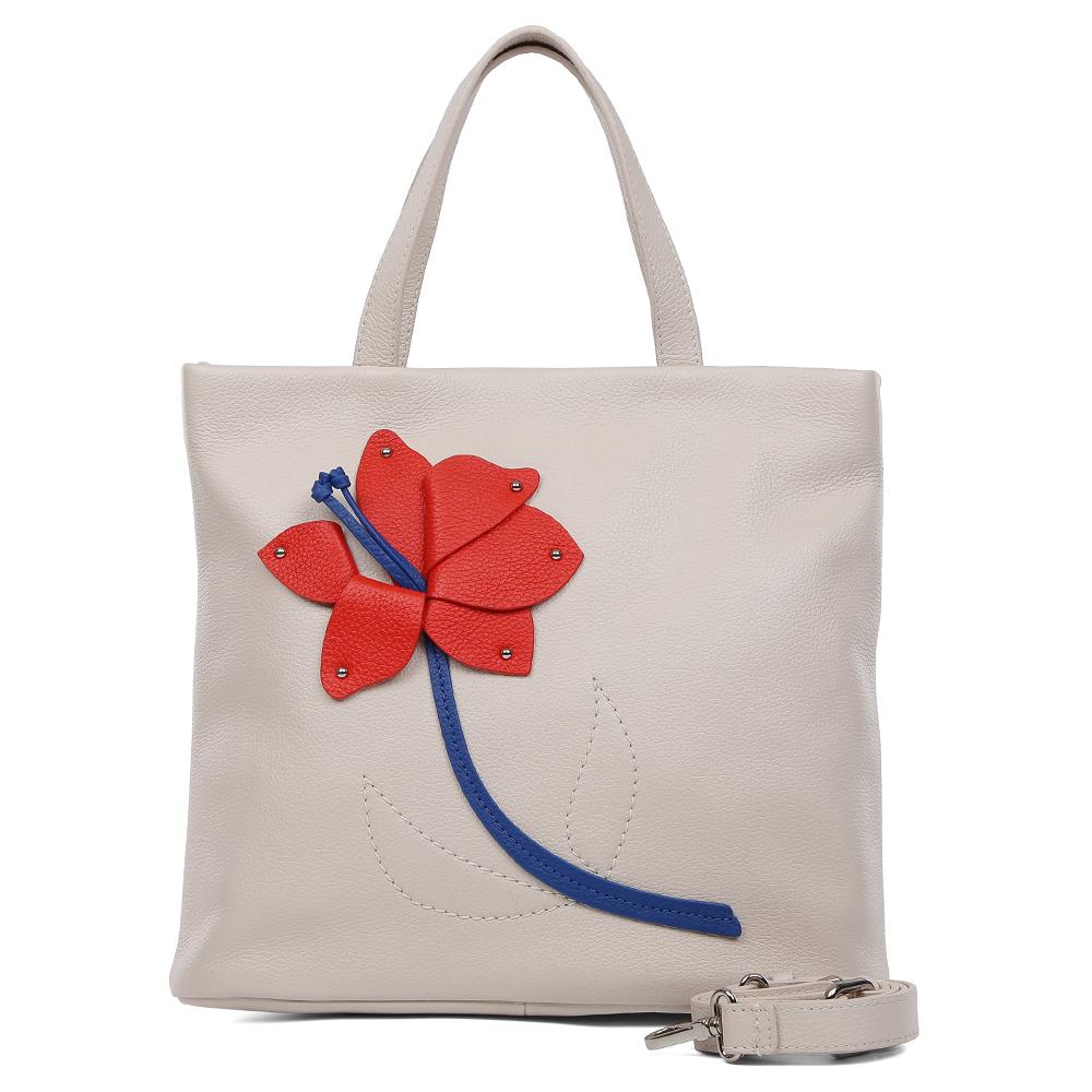 Сумка женская Palio, цвет: бежевый. 15168A-W1-112/353L39845800Элегантная женская сумка Palio выполнена из натуральной пористой кожи, которая имеет невероятно мягкую и приятную фактуру. Женственный светло-бежевый оттенок подойдет к любой цветовой гамме и прекрасно дополнит как классический, так и современный образ. Дизайнерская аппликация в виде изящного цветка с легкостью подчеркнет ваш уникальный стильный вкус! Сумка имеет одно внутреннее отделение, которое закрывается молнией с кожаным поводком. Дизайнеры позаботились и об удобстве аксессуара: на внутренних боковых стенках они разместили карманы для различных женских мелочей. На тыльной части сумки расположен карман на молнии, аксессуар вместителен, поэтому вы сможете носить с собой папки и документы формата A4.