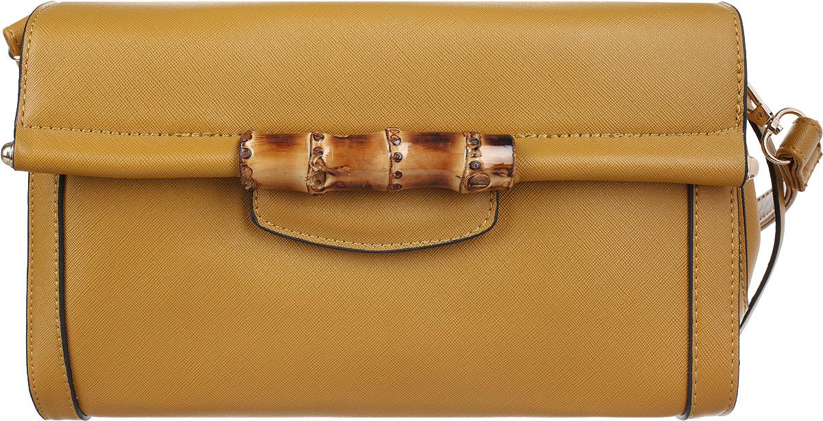 Сумка женская Stella Mazarini, цвет: горчичный. LK-1925-1B967-637T-17s-01-42Ультрамодная женская сумка Stella Mazarini - лучший выбор для романтичных натур, девушек, ценящих современный стиль и элегантность.Сумка изготовлена из высококачественной искусственной кожи и декорирована фактурным тиснением, стильным фирменным брелоком с гравировкой в виде названия бренда. Лицевая сторона оформлена оригинальным декоративным элементом из бамбука, стилизованным под ручку. Изделие закрывается широким клапаном на металлическую кнопку. Внутреннее отделение, разделенное средником на застежке-молнии, содержит два накладных кармана для мелочей и мобильного телефона и врезной карман на застежке-молнии.Сумка оснащена съемным плечевым ремнем на карабинах.Изделие упаковано в текстильный чехол.Изысканная сумка займет достойное место среди вашей коллекции аксессуаров.