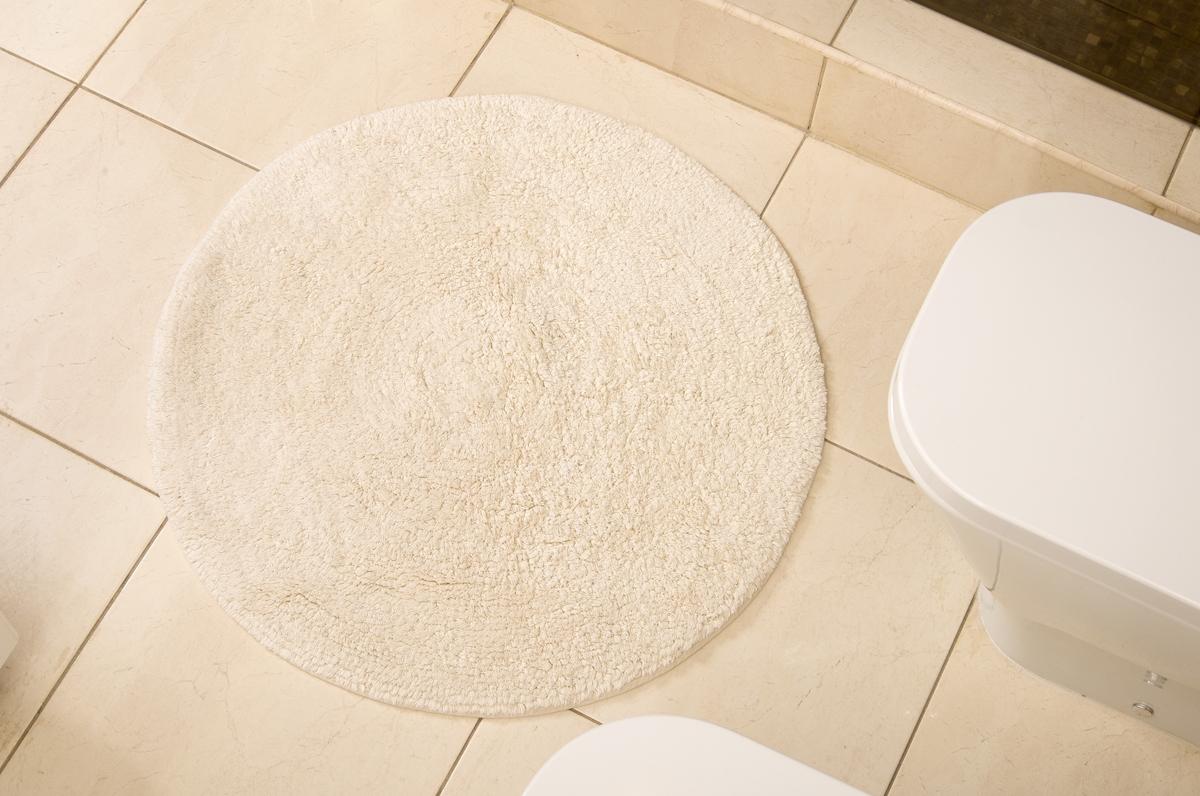 Коврик для ванной Karna Modalin. Corcus, цвет: кремовый, 75 х 75 см5041/CHAR002Коврики для ванной Karna изготовлены из 100% хлопка.Махровое изделие отлично впитывает воду и быстро сохнет. На впитывающие качества махры (ее гигроскопичность) влияет состав волокон. Махра абсолютно не аллергенна, имеет высокую воздухопроницаемость и долгий срок использования ткани.