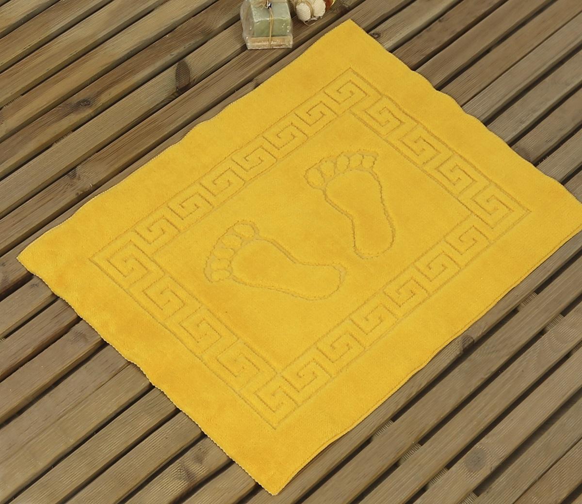 Коврик для ванной Karna Likya, цвет: желтый, 50 х 70 см391602Коврик печатный Karna сделан из 100% полиэстера. Полиэстер является синтетическим волокном. Ткань, полностью изготовленная из полиэстера, даже после увлажнения, очень быстро сохнет. Коврик из полиэстера практически не требователен к уходу и обладает высокой устойчивостью к износу.Коврик из полиэстера не мнётся и легко стирается, после стирки очень быстро высыхает. Материал очень прочный, за время использования не растягивается и не садится. А так же обладает высокой влагонепроницаемостью.Размер: 50 х 70 см.