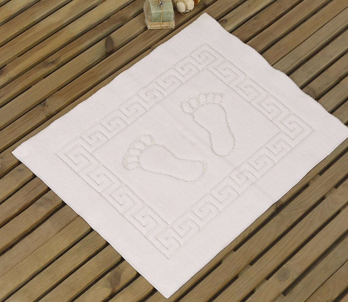 Коврик для ванной Karna Likya , цвет: белый, 50 х 70 см631/CHAR017Коврик Karna изготовлен из 100% полиэстера. Полиэстер является синтетическим волокном. Ткань, полностью изготовленная из полиэстера, даже после увлажнения, очень быстро сохнет. Изделия из полиэстера практически не требовательны к уходу и обладают высокой устойчивостью к износу. Материал очень прочный, за время использования не растягивается и не садится,также обладает высокой влагонепроницаемостью.Размер коврика: 50 х 70 см.