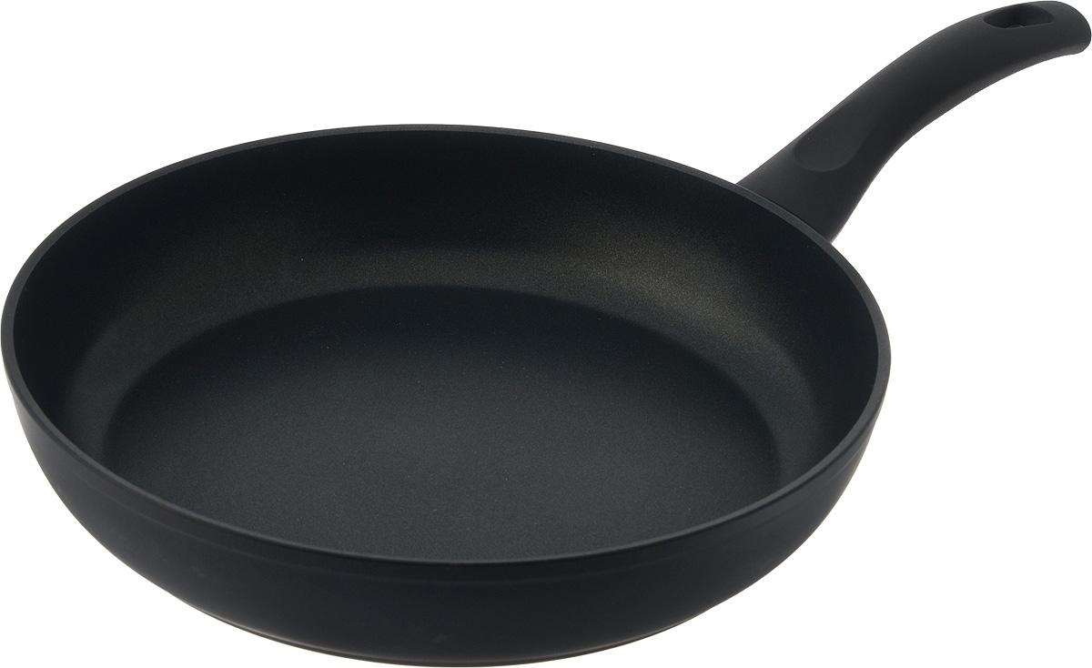 Сковорода Ballarini Rialto, с антипригарным покрытием. Диаметр 28 см94672Сковорода Ballarini Rialto изготовлена из кованого алюминия c антипригарным покрытием. Покрытие предотвращает пригорание и прилипание пищи к поверхности сковороды, что позволяет готовить быстро и вкусно. Покрытие абсолютно экологично и безопасно для здоровья, так как не содержит PFOA, тяжелых металлов и никеля. Прочный корпус посуды обеспечивает эффективную тепловую обработку, быстро разогревается и равномерно распределяет тепло по всей поверхности. Сковорода снабжена индикатором нагрева Thermopoint, который подскажет, когда посуда нагрелась до оптимальной температуры. Цвет данного устройства меняется по мере изменения температуры посуды. Сковорода разогревается, и Thermopoint начинает менять цвет - с зеленого на красный. Если Thermopoint красного цвета, то сковорода достигла температуры, при которой можно начинать готовить. Теперь можно убавить огонь во избежание ненужного перегрева и для оптимизации готовки. Сняв посуды с источника тепла, цвет Thermopoint снова начинает меняться. Когда он станет зеленым, это значит, что температура посуды опустилась до безопасного уровня. Сковорода снабжена удобной пластиковой ручкой. Подходит для газовых, электрических, стеклокерамических, галогенных плит. Можно мыть в посудомоечной машине. Длина ручки: 18 см. Высота стенки: 5,5 см.