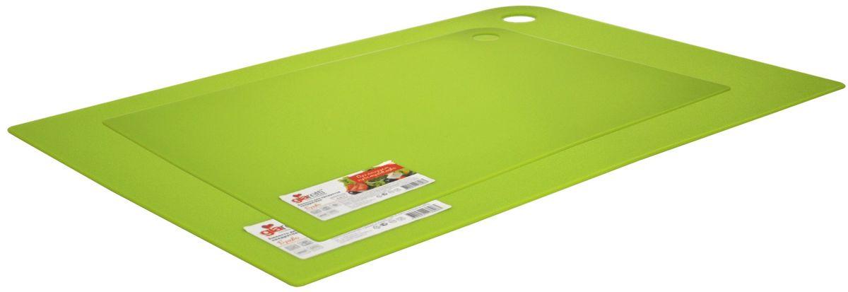 Набор разделочных досок Giaretti Delicato, гибкие, цвет: оливковый, 2 предмета54 009312Маленькие и большие, под хлеб или сыр, овощи или мясо. Разделочных досок много не бывает. Giaretti предлагает новинку – гибкие доски.Преимущества:-не скользит по поверхности стола - вы можете резать продукты и не отвлекаться на мелочи; -удобно использовать - на гибкой доске вы сможете порезать продукты, согнув доску переложить их в блюдо и не рассыпать содержимое;-легкие доски займут мало места на вашей кухне;-легко моются в посудомоечной машине; -оптимальный размер доски позволят вам порезать небольшой кусок сыра или нашинковать много овощей. В набор входит две доски: 25 x 17 см, 35 x 25 см.