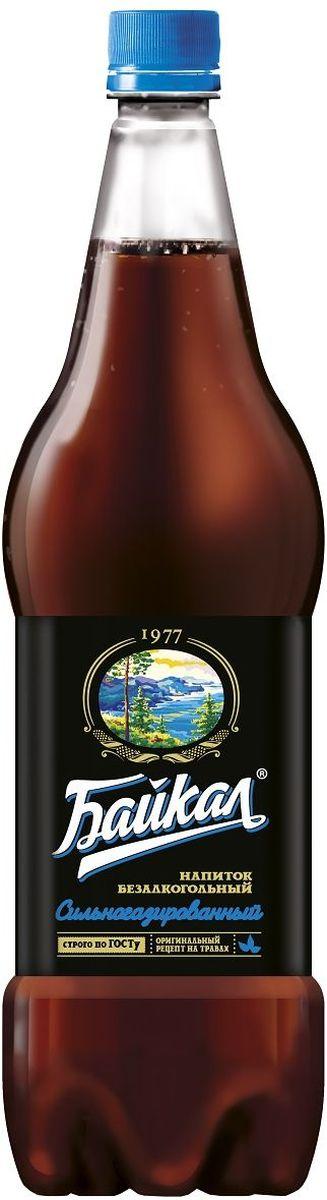 Байкал1977 напиток безалкогольный сильногазированный, 1,5 л0120710Рецепт напитка Байкал был создан Институтом пивоваренной и безалкогольной промышленности в 1973 году. Входящие в состав лечебные травы зверобоя, корня солодки и элеутерококка придали напитку неповторимый вкус и наделили лечебными свойствами. Компания Аквалайф сохранила традиционную рецептуру, благодаря которой, напиток завоевал любовь и признание потребителей.Компания Аквалайф обладает эксклюзивными правами на производство и реализацию напитка Байкал, как на территории России, так и в 30 странах мира.