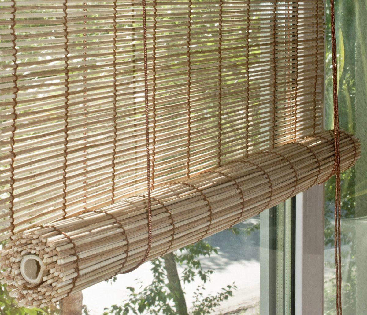 Штора рулонная Эскар Бамбук, цвет: натуральный микс, ширина 50 см, высота 160 смS03301004При оформлении интерьера современных помещений многие отдают предпочтение природным материалам. Бамбуковые рулонные шторы - одно из натуральных изделий, способное сделать атмосферу помещения более уютной и в то же время необычной. Свойства бамбука уникальны: он экологически чист, так как быстро вырастает, благодаря чему не успевает накопить вредные вещества из окружающей среды. Кроме того, растение обладает противомикробным и антибактериальным действием. Занавеси из бамбука безопасно использовать в помещениях, где находятся новорожденные дети и люди, склонные к аллергии. Они незаменимы для тех, кто заботится о своем здоровье и уделяет внимание высокому уровню жизни.Бамбуковые рулонные шторы представляют собой полотно, состоящее из тонких бамбуковых стеблей и сворачиваемое в рулон.Римские бамбуковые шторы, как и тканевые римские шторы, при поднятии образуют крупные складки, которые прекрасно декорируют окно.Особенность устройства полотна позволяет свободно пропускать дневной свет, что обеспечивает мягкое освещение комнаты. Это натуральный влагостойкий материал, который легко вписывается в любой интерьер, хорошо сочетается с различной мебелью и элементами отделки. Использование бамбукового полотна придает помещению необычный вид и визуально расширяет пространство.Помимо внешней красоты, это еще и очень удобные конструкции, экономящие пространство. Изготавливаются они из специальных материалов, устойчивых к внешним воздействиям. Сама штора очень эргономичная, и позволяет изменять визуально пространство в зависимости от потребностей владельца.