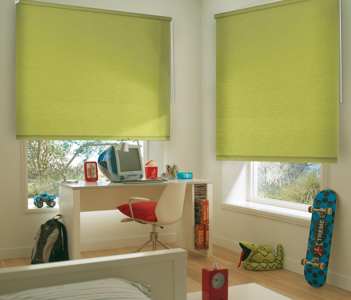 Штора рулонная Эскар, цвет: салатовый, ширина 80 см, высота 170 смА00319Рулонными шторами можно оформлять окна как самостоятельно, так и использовать в комбинации с портьерами. Это поможет предотвратить выгорание дорогой ткани на солнце и соединит функционал рулонных с красотой навесных.Преимущества применения рулонных штор для пластиковых окон:- имеют прекрасный внешний вид: многообразие и фактурность материала изделия отлично смотрятся в любом интерьере; - многофункциональны: есть возможность подобрать шторы способные эффективно защитить комнату от солнца, при этом о на не будет слишком темной. - Есть возможность осуществить быстрый монтаж. ВНИМАНИЕ! Размеры ширины изделия указаны по ширине ткани!Во время эксплуатации не рекомендуется полностью разматывать рулон, чтобы не оторвать ткань от намоточного вала.В случае загрязнения поверхности ткани, чистку шторы проводят одним из способов, в зависимости от типа загрязнения: легкое поверхностное загрязнение можно удалить при помощи канцелярского ластика; чистка от пыли производится сухим методом при помощи пылесоса с мягкой щеткой-насадкой; для удаления пятна используйте мягкую губку с пенообразующим неагрессивным моющим средством или пятновыводитель на натуральной основе (нельзя применять растворители).