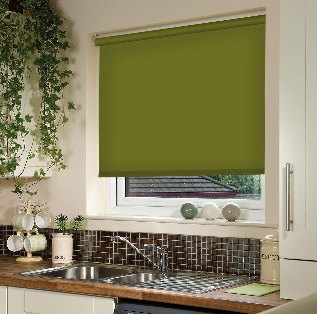 Штора рулонная Эскар, цвет: темно-оливковый, ширина 80 см, высота 170 см81018080170Рулонными шторами можно оформлять окна как самостоятельно, так и использовать в комбинации с портьерами. Это поможет предотвратить выгорание дорогой ткани на солнце и соединит функционал рулонных с красотой навесных.Преимущества применения рулонных штор для пластиковых окон:- имеют прекрасный внешний вид: многообразие и фактурность материала изделия отлично смотрятся в любом интерьере; - многофункциональны: есть возможность подобрать шторы способные эффективно защитить комнату от солнца, при этом о на не будет слишком темной. - Есть возможность осуществить быстрый монтаж. ВНИМАНИЕ! Размеры ширины изделия указаны по ширине ткани!Во время эксплуатации не рекомендуется полностью разматывать рулон, чтобы не оторвать ткань от намоточного вала.В случае загрязнения поверхности ткани, чистку шторы проводят одним из способов, в зависимости от типа загрязнения: легкое поверхностное загрязнение можно удалить при помощи канцелярского ластика; чистка от пыли производится сухим методом при помощи пылесоса с мягкой щеткой-насадкой; для удаления пятна используйте мягкую губку с пенообразующим неагрессивным моющим средством или пятновыводитель на натуральной основе (нельзя применять растворители).