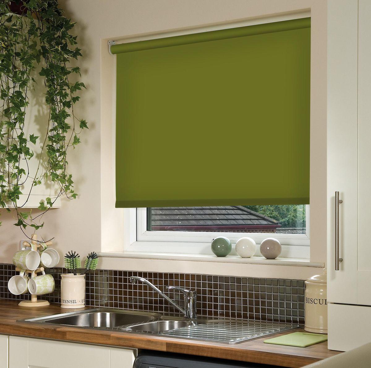 Штора рулонная Эскар, цвет: темно-оливковый, ширина 130 см, высота 170 смS03301004Рулонными шторами можно оформлять окна как самостоятельно, так и использовать в комбинации с портьерами. Это поможет предотвратить выгорание дорогой ткани на солнце и соединит функционал рулонных с красотой навесных.Преимущества применения рулонных штор для пластиковых окон:- имеют прекрасный внешний вид: многообразие и фактурность материала изделия отлично смотрятся в любом интерьере; - многофункциональны: есть возможность подобрать шторы способные эффективно защитить комнату от солнца, при этом о на не будет слишком темной. - Есть возможность осуществить быстрый монтаж. ВНИМАНИЕ! Размеры ширины изделия указаны по ширине ткани!Во время эксплуатации не рекомендуется полностью разматывать рулон, чтобы не оторвать ткань от намоточного вала.В случае загрязнения поверхности ткани, чистку шторы проводят одним из способов, в зависимости от типа загрязнения: легкое поверхностное загрязнение можно удалить при помощи канцелярского ластика; чистка от пыли производится сухим методом при помощи пылесоса с мягкой щеткой-насадкой; для удаления пятна используйте мягкую губку с пенообразующим неагрессивным моющим средством или пятновыводитель на натуральной основе (нельзя применять растворители).