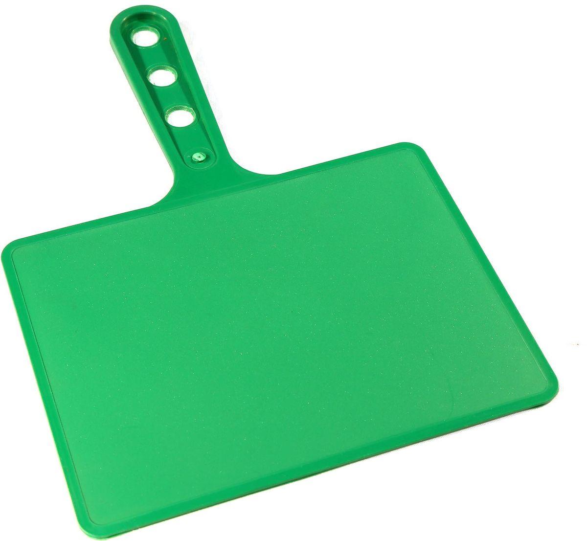 Веер для мангала BG, цвет: зеленый. 150181Хот ШейперсПредназначен для раздува углей в мангале. Изготовлен из высококачественного пластика(ПЭНД), одна сторона глянец, вторая шагрень. Ручка имеет 3 отверстия. Можно использовать как разделочную доску для мяса, нарезки овощей или хлеба. Рабочая поверхность выполнена в виде прямоугольника, размер: 197 х 148 мм.