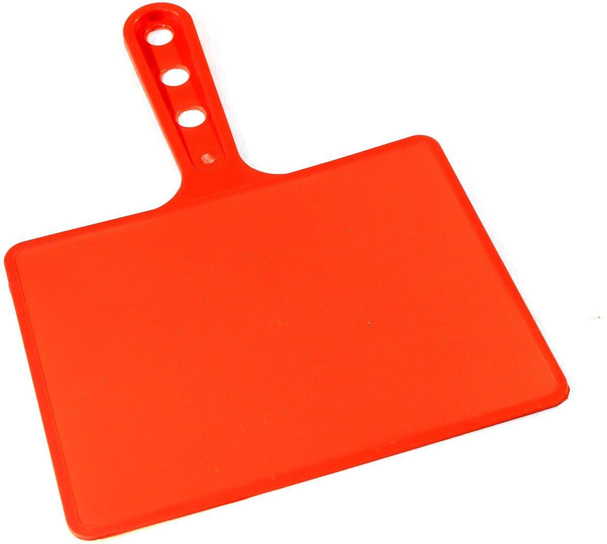 Веер для мангала BG, цвет: красный. 150181RUC-01Предназначен для раздува углей в мангале. Изготовлен из высококачественного пластика(ПЭНД), одна сторона глянец, вторая шагрень. Ручка имеет 3 отверстия. Можно использовать как разделочную доску для мяса, нарезки овощей или хлеба. Рабочая поверхность выполнена в виде прямоугольника, размер: 197 х 148 мм.
