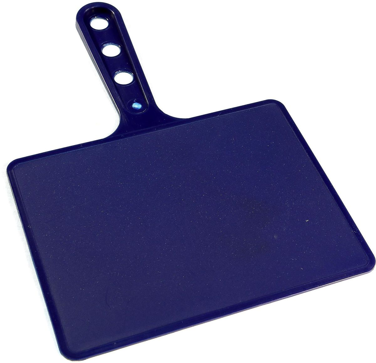 Веер для мангала BG, цвет: синий. 150181391602Предназначен для раздува углей в мангале. Изготовлен из высококачественного пластика(ПЭНД), одна сторона глянец, вторая шагрень. Ручка имеет 3 отверстия. Можно использовать как разделочную доску для мяса, нарезки овощей или хлеба. Рабочая поверхность выполнена в виде прямоугольника, размер: 197 х 148 мм.