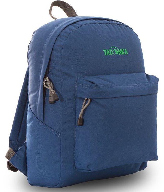 Рюкзак городской Tatonka Hunch Pack, цвет: темно-синий, 22 лDI.6280.150Классический городской рюкзак Tatonka Hunch Pack изготовлен из прочного материала на основе полиэфирного волокна (600 ден), который обладает прочностью, стойкостью к истиранию и выцветанию и универсальностью применения. В рюкзаке используются молнии YKK RC Zipper, которые надежно защищены от внешних воздействий. Эти молнии специально разработаны для рюкзаков и другого багажа, когда на первый план выходят надежность и высокая производительность.Мягкие уплотненные плечевые лямки регулируются по длине и удобны в любое время года. Регулировка длины лямок займет минуту, а их мягкая внешняя ткань будет комфортна даже летом. Спереди рюкзака расположен просторный накладной карман с встроенным органайзером, в котором удобно хранить все самое необходимое: ручку, блокнот, телефон и многое другое. Также карман подойдет для складного зонтика. Специальная планка защищает молнию кармана от попадания воды, тем самым сохраняя вещи сухими во время непогоды. Вверху рюкзака со стороны спины расположена удобная ручка, за которую рюкзак можно повесить на крючок или же нести в руке.Внутри рюкзак состоит из одного просторного отделения, которое отлично подходит для хранения любых вещей. Собираетесь на прогулку или экскурсию? Возьмите с собой термос, дождевик и влажные салфетки - все это легко поместится в основное отделение. Отправляетесь на учебу? Ноутбук, учебники, тетради и пенал - все удобно разместится в большом отделении рюкзака. Такой рюкзак подойдет тем, кто отправляется на экскурсию или в гости. Все, что нужно, вместится внутрь и доедет в целости и сохранности.