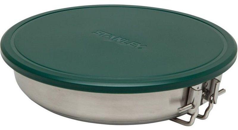 Сковорода походная Stanley Adventure, 0,96 л, цвет: стальнойAC-2233_серыйСостоит из сковороды 0,96 L диаметром 18,4 cм из нержавеющей стали с толстым дном и складной ручкой, разделочной доски, 2-х тарелок 15,2 см и 2-х вилок, лопатки со съемной ручкой из пластмассы, гибкой крышки и силиконовой подставки под горячее. Все принадлежности компактно складываются в объем сковороды. Подходит для мытья в посудомоечной машине. Пожизненная гарантия.
