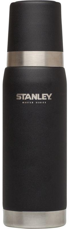 Термос Stanley Master, цвет: черный, 0,75 л0003929Термос Stanley Master - это идеальный попутчик в дороге - не важно, по пути ли на работу, в школу или во время похода по магазинам. Корпус и внутренняя колба выполнены из нержавеющей стали 18/8 толщиной 1 мм. На корпус нанесена абразивостойкая эмаль, защищающая его от царапин и потертостей, а также имеющая стойкость к истиранию.Термос на 100% герметичен. Удержание тепла и холода - до 27 часов. В случае, если добавить лед в колбу, способен держать холод более 100 часов. Термос оборудован удобным стальным термостаканом с резиновой подкладкой.Подходит для мытья в посудомоечной машине.