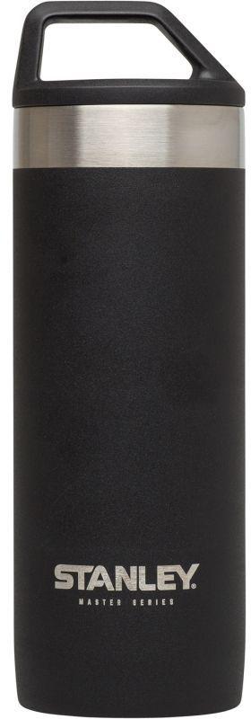 Термокружка Stanley Master, цвет: черный, 0,53 л31-0245Термокружка Stanley Master - это идеальный попутчик в дороге - не важно, по пути ли на работу, в школу или во время похода по магазинам. Корпус и внутренняя колба выполнены из нержавеющей стали 18/8 толщиной 1 мм. На корпус термокружки нанесена абразивостойкая эмаль. Вакуумная кружка на 100% герметична. Сохраняет горячую воду – 12 часов, холодную воду – 16 часов, напитки со льдом – 48 часов. Крышка оснащена ручкой для фиксации на рюкзаке, в палатке или просто для удобной переноски.Подходит для мытья в посудомоечной машине.