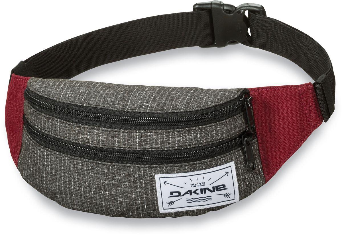 Сумка поясная Dakine Classic Hip Pack, цвет: серый, 0,6 лГризлиПоясная сумка Dakine выполнена из полиэстера. Модель с двумя отделениями застегивается на молнию. Регулируемый поясной ремень застегивается на фастекс.