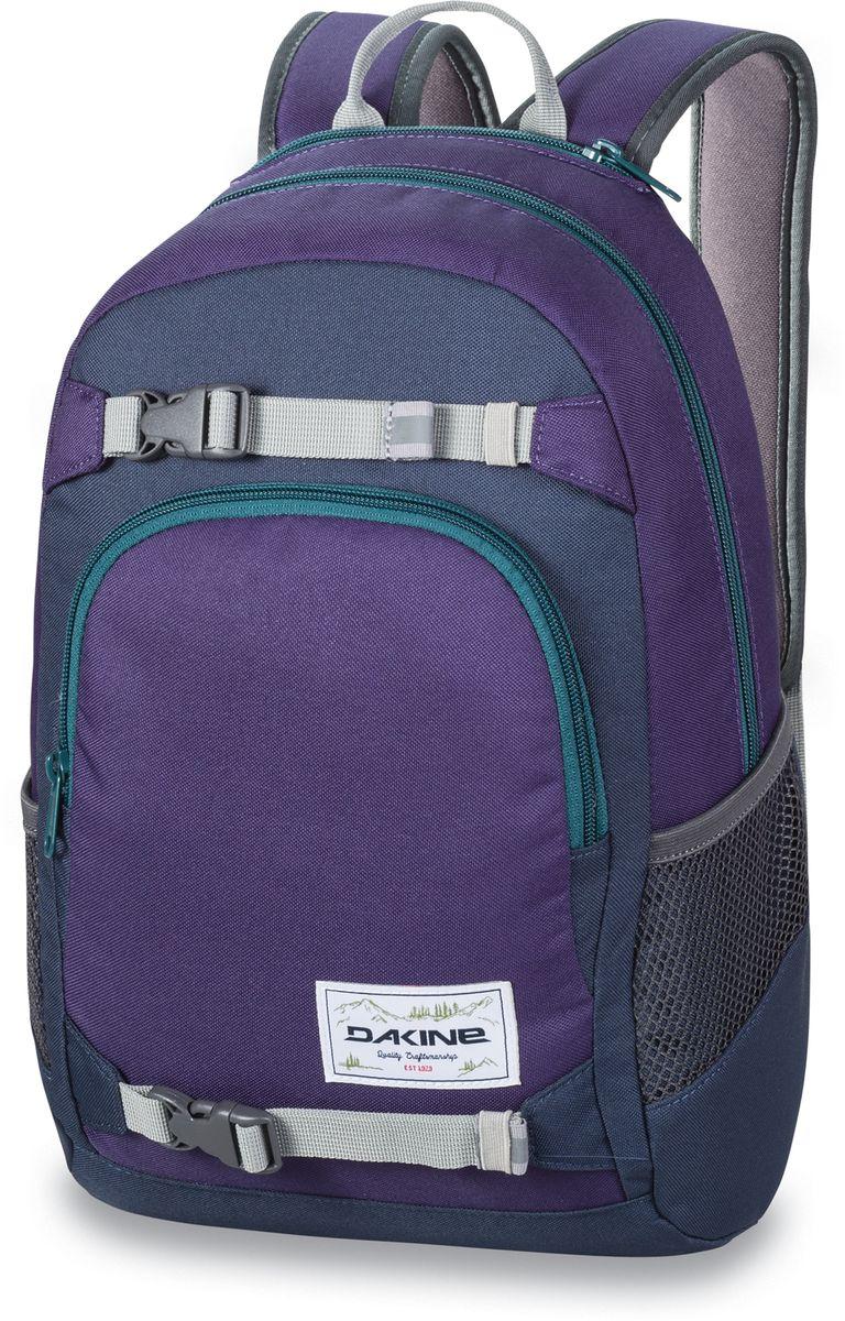 Рюкзак городской Dakine Grom, цвет: фиолетовый, бирюзовый, 13 лZ90 blackГородской рюкзак Dakine Grom выполнен из полиэстера. Основным достоинством является удобная система крепления скейтборда. Модель с одним отделением застегивается на молнию. Имеет карман для солнцезащитных очков на флисовой подкладке, удобные регулируемые лямки с нагрудным регулируемым ремнем-фиксатором, боковые сетчатые карманы на резинках и удобную эргономичную спинку.