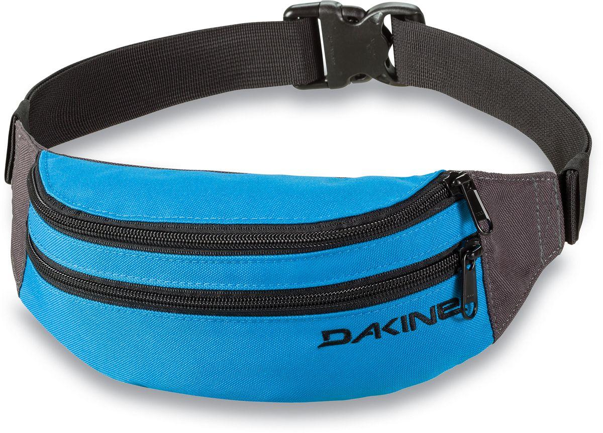 Сумка поясная Dakine Classic Hip Pack, цвет: синий, черный, 0,6 л332515-2800Поясная сумка Dakine выполнена из полиэстера. Модель с двумя отделениями застегивается на молнию. Регулируемый поясной ремень застегивается на фастекс.