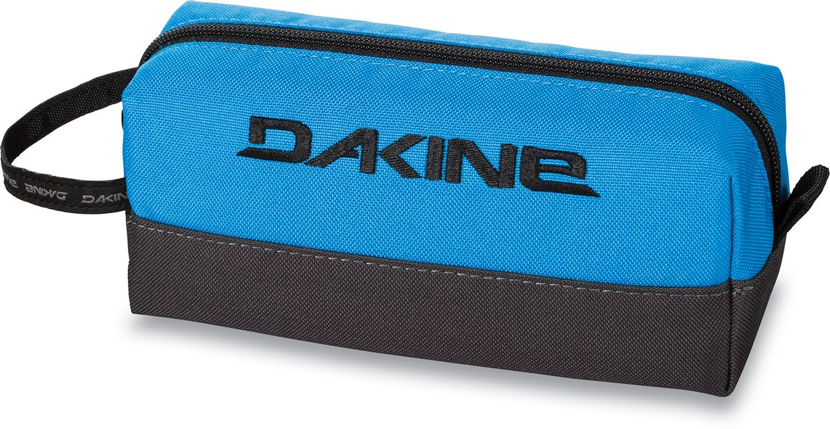 Сумка для аксессуаров Dakine Accessory, цвет: синий, черный, 0,3 лГризлиСумка для аксессуаров Dakine Accessory выполнена из полиэстера и застегивается на молнию. Можно использовать в качестве пенала, косметички, сумочки для проводов.