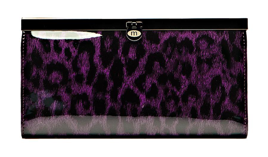 Кошелек Malgrado, цвет: фиолетовый. 73003-15802BM8434-58AEСтильный кошелек Malgrado выполнен из лаковой натуральной кожи фиолетового цвета с декоративным тиснением. Внутри содержит два горизонтальных кармана из кожи для бумаг, четыре кармашка для кредитных карт, два кармашка со вставками из прозрачного пластика, отделение на молнии для мелочи и четыре отделения для купюр. Кошелек упакован в подарочную металлическую коробку с логотипом фирмы. Такой кошелек станет замечательным подарком человеку, ценящему качественные и практичные вещи. Характеристики:Материал: натуральная кожа, текстиль, металл. Размер кошелька: 19 см х 10 см х 2 см. Цвет: фиолетовый.Размер упаковки: 23 см х 13 см х 4,5 см. Артикул: 73003-15802.