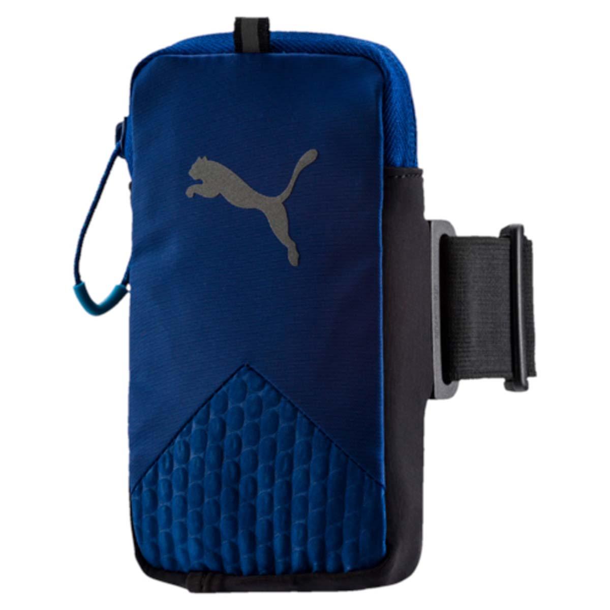 Сумка-чехол для моб устройств Puma Pr Arm Pocket, цвет: синий. 0531420205314202Чехол на руку PR Arm Pocket - это незаменимый аксессуар для спортсменов и людей, ведущих активный образ жизни. Изделие предназначено для ношения смартфона. Оно крепится к плечу на эластичном ремне и оснащено специальным выходом для подключения наушников или гарнитуры. Подходит для электронных устройств размером 8 см x 14 см. Основное отделение на застежке-молнии. У модели сетчатая вставка на задней части, выход для аудио-кабеля, светоотражающие шнурки на застежках-молниях, светоотражающий логотип бренда.