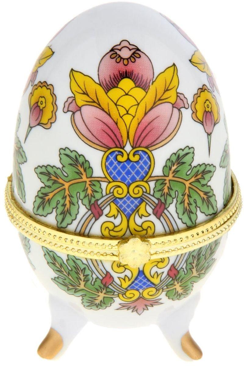 Шкатулка Sima-land Райский цветок, 6 х 6,5 х 10 смБрелок для ключейШкатулка для украшений, выполненная в форме яйца, за последние годы стала традиционным и очень популярным пасхальным подарком. Витые узоры и рисунки, искусно сочетаясь между собой, создают целостную композицию, украшающую ее поверхность. Шкатулка крепится на трех изогнутых ножках и эффектно смотрится на полке, комоде, камине или в серванте. В ассортименте представлены шкатулки разных цветов, декорированные затейливыми узорами, цветами и прочими элементами. Изысканный и утонченный подарок к самому главному православному празднику!
