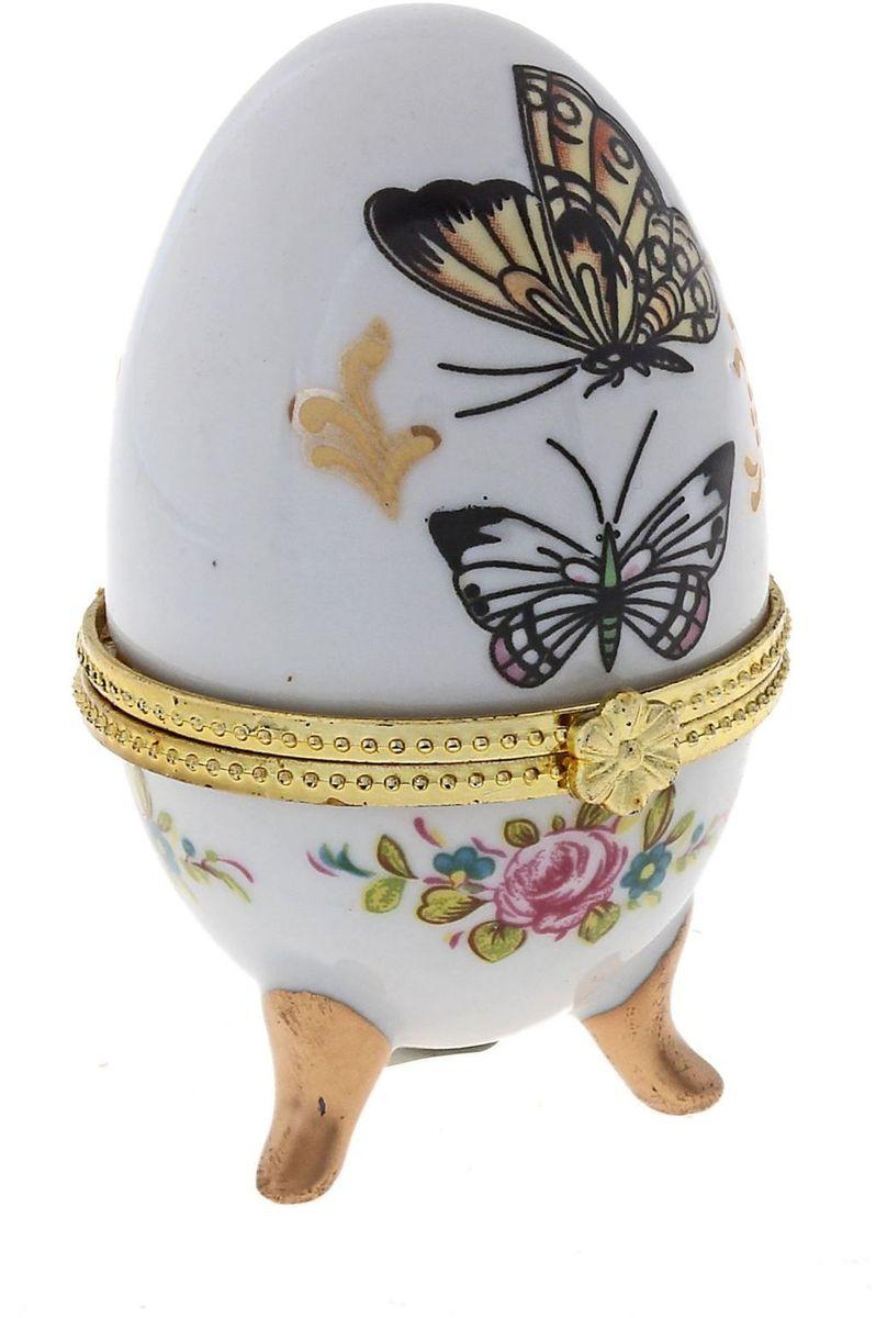 Шкатулка Sima-land Бабочки, 4,5 х 4,5 х 7,5 смБрелок для ключейПасхальное яйцо — символ жизни и возрождения, ведь именно в Пасху традиционно дарят крашеные или расписные яйца. А в такую забавную шкатулочку можно положить одно из таких яиц и преподнести своему самому родному и близкому человеку, такой презент никогда не забудется, и будет отличаться от других поздравлений.