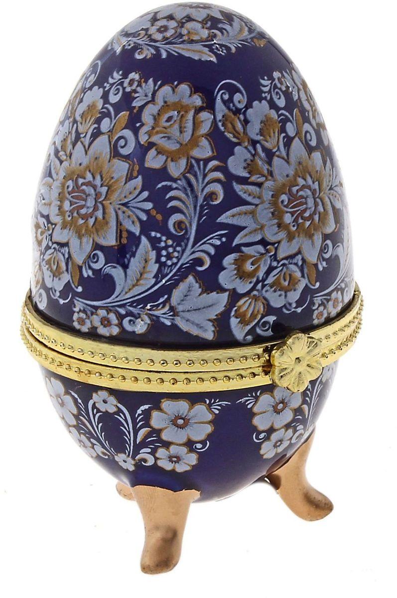 Шкатулка Sima-land Павлово, 4,5 х 4,7 х 7,5 смБрелок для ключейШкатулка для украшений, выполненная в форме яйца, за последние годы стала традиционным и очень популярным пасхальным подарком. Витые узоры, искусно переплетаясь между собой, создают целостный рисунок, покрывающий всю поверхность шкатулки. Все это великолепие крепится на трех изогнутых ножках золотого цвета и потрясающе смотрится на полке, комоде, камине или в серванте. В ассортименте есть шкатулки, декорированные пасхальными символами ХВ; в стиле старинных ремесел; с изображением икон, окантованных восхитительным орнаментом.Изысканный и утонченный подарок к самому главному православному празднику!