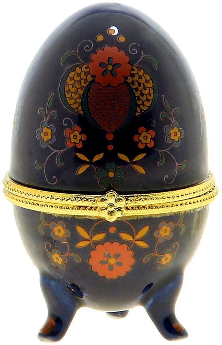 Шкатулка-яйцо Sima-land Цветы на синем фоне, 6 х 6 х 10 смRG-D31SШкатулка-яйцо Цветы на синем фоне напоминает изящное яйцо Фаберже. Такая шкатулка станет прекрасным украшением Вашего дамского столика или полки в гостиной. Помимо этого шкатулочка будет актуальным подарком в весенний пасхальный день – Пасху. И конечно не забудьте про крашеные яйца!