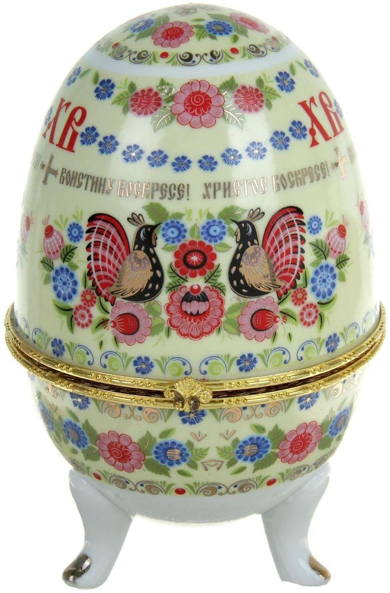 Яйцо-шкатулка Sima-land Хохлома, 15 х 10 х 10 смML-4736 Ключница белая с дверцей и карманомЯйцо-шкатулка Хохлома, керамика, деколь – это не только символичный, но и очень полезный подарок на светлый праздник Пасхи. Она изготовлена из керамики, вся покрыта разноцветной росписью, выполненной в технике деколь, и золотистыми вставками. Благодаря уникальному дизайну, пасхальным надписям и заложенному в шкатулку смыслу она приятно удивит Ваших близких и друзей.История дарения таких яиц-шкатулок берет свое начало с известнейшего ювелира Карла Фаберже, который начал изготовлять ювелирные яйца с сюрпризом для императорского дома. Обычай преподносить такие подарки близким – это возрождение императорской традиции. Такой подарок воистину является привычным для Пасхи.Яйца-шкатулки порадуют своим великолепием, функциональными особенностями и оригинальной подарочной упаковкой. Такой «царский» сувенир приятно дарить и получать!