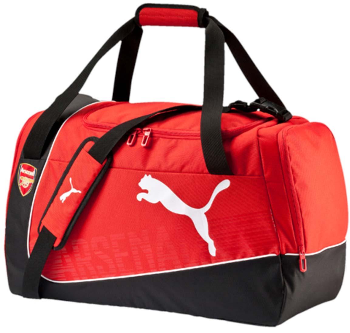 Сумка спортивная Puma Arsenal Medium Bag, цвет: красный. 07390501EQW-M710DB-1A1Вместительная спортивная сумка от Puma. Модель выполнена из высококачественного износоустойчивого полиэстера черного и красного цветов и декорирована логотипом бренда спереди и эмблемой ФК Арсенал. У модели два боковых кармана на молнии, отверстия для вентиляции, регулируемый плечевой ремень.