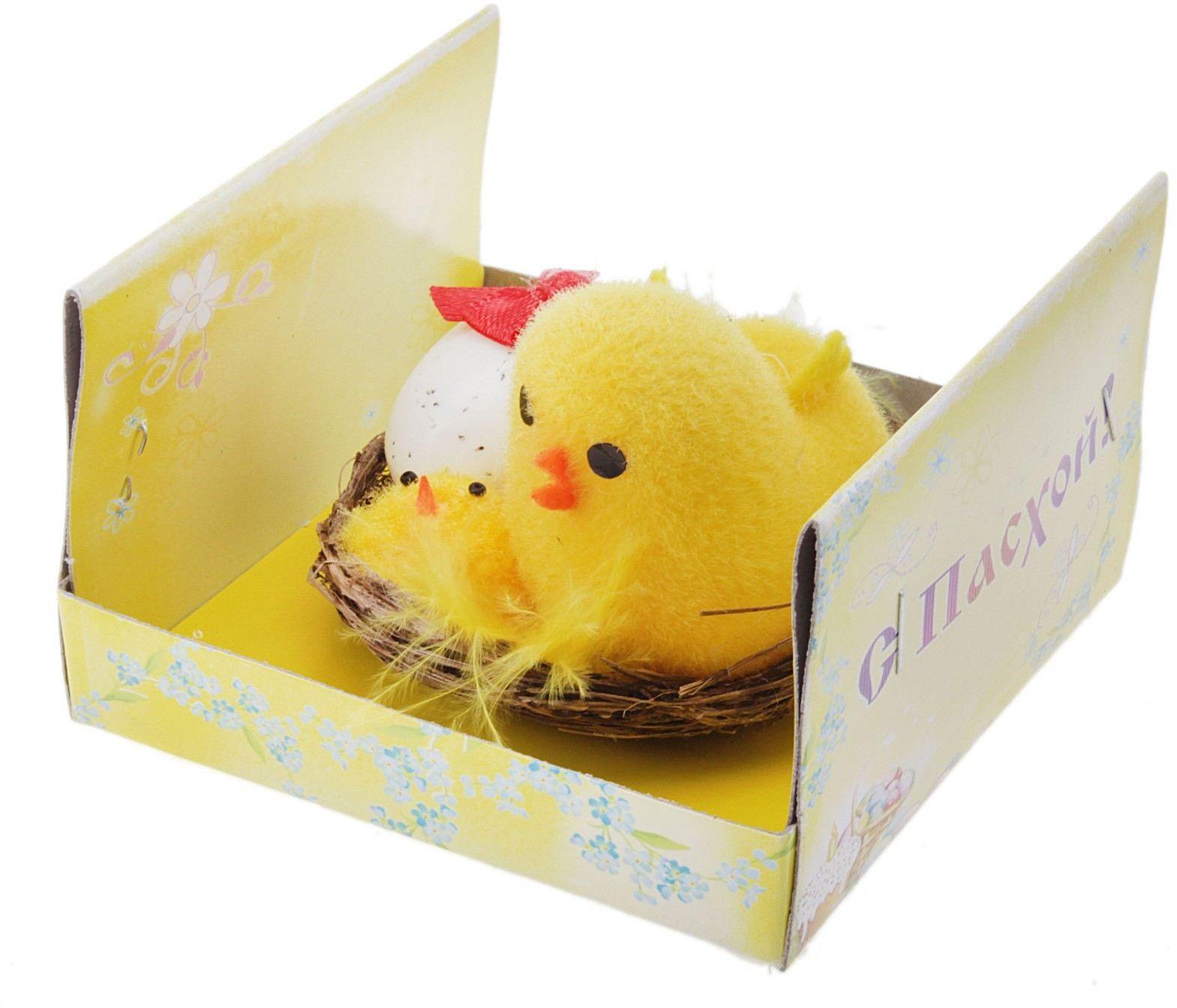 Сувенир пасхальный Sima-land Цыпа в корзинке с цыпленком и яйцом, высота 5 смFS-80299Каждый год вместе с весной в наш дом приходит светлый и добрый праздник - Пасха. Приготовления к этому дню начинаются заранее: нужно испечь куличи, покрасить яйца, составить праздничное меню, убрать дом и украсить его к празднику.Не забывайте о пасхальных атрибутах, они принесут удачу в этот светлый день. Сувенир Цыпа в корзинке с цыплёнком и яйцом является символом доброй семьи, защищённой любви и рождением чего-то нового.