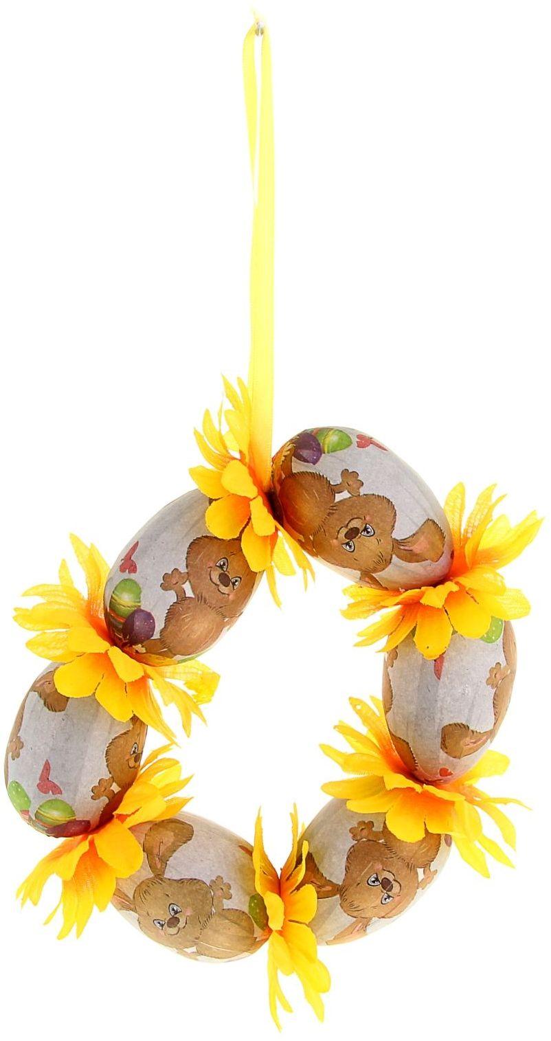 Панно пасхальное Sima-land Пасхальный кролик, диаметр 14 см10850/1W GOLD IVORYПасха – весенний праздник, в это время года природа пробуждается после долгой спячки и поражает своим великолепием и красками. Такой пейзаж способен украсить этот светлый день. А сейчас подумайте, если к этому добавить оригинальный пасхальный декор, то обстановка становится по-настоящему праздничная.Сувенир - пасхальное панно Пасхальный кролик - еще один способ преобразить интерьер к светлому празднику Пасха. Подойдёт для украшения квартиры, офиса или магазинчика. Сувенир выполнен из пенопласта и оснащён удобной петелькой. С его помощью для вас открываются сотни вариантов украшения праздничного пространства. Например, благодаря ему вы сможете задекорировать входную дверь или любой другой уголок в квартире.