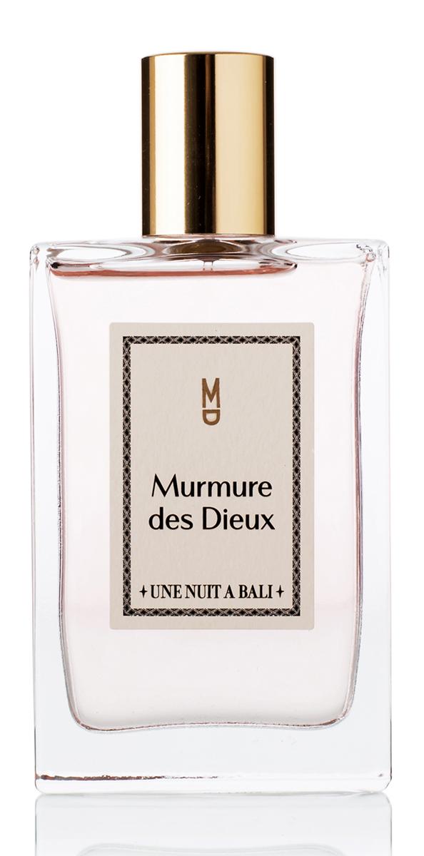 Une Nuit A Bali Парфюмерная вода Murmure des Dieux 100 мл28032022Аромат Murmure des Dieuх или «Шепот богов» посвящен ритуалам, которыие для жителей Бали являются символом благодарности. Это священное проявление уважения человека к богам. Композиция аромата воплощают легкость души, он воздушен и звучит как успокаивающий шепот, как мантра на коже. Сладкий аромат плюмерии тонко и гармонично сплетается с мягкими нотами риса, пряными нюансами звездчатого аниса и насыщенным аккордом мускуса, одновременно воплощая невесомость струящейся дымки благовоний и абсолютную чистоту и прозрачность святой воды. Murmure des Dieux – Аромат Души.