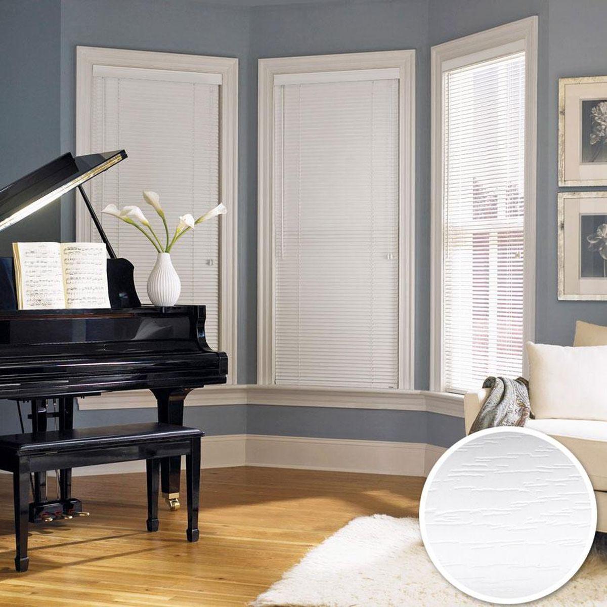 Жалюзи Эскар, цвет: белый, ширина 120 см, высота 160 см13347140160Для того чтобы придать интерьеру изюминку и завершенность, нет ничего лучше, чем использовать жалюзи на окнах квартиры, дома или офиса. С их помощью можно подчеркнуть индивидуальный вкус, а также стилевое оформление помещения. Помимо декоративных функций, жалюзи выполняют и практические задачи: они защищают от излишнего солнечного света, не дают помещению нагреваться, а также создают уют в темное время суток.Пластиковые жалюзи - самое универсальное и недорогое решение для любого помещения. Купить их может каждый, а широкий выбор размеров под самые популярные габариты сделает покупку простой и удобной. Пластиковые жалюзи имеют высокие эксплуатационные характеристики - они гигиеничны, что делает их незаменимыми при монтаже в детских и медицинских учреждениях.