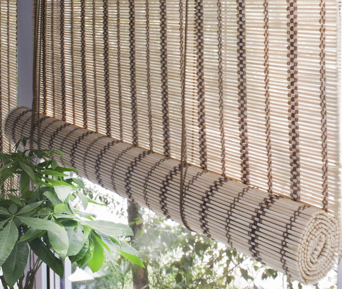 Штора рулонная Эскар Бамбук, цвет: золотой беж, ширина 160 см, высота 160 смMW-3101При оформлении интерьера современных помещений многие отдают предпочтение природным материалам. Бамбуковые рулонные шторы - одно из натуральных изделий, способное сделать атмосферу помещения более уютной и в то же время необычной. Свойства бамбука уникальны: он экологически чист, так как быстро вырастает, благодаря чему не успевает накопить вредные вещества из окружающей среды. Кроме того, растение обладает противомикробным и антибактериальным действием. Занавеси из бамбука безопасно использовать в помещениях, где находятся новорожденные дети и люди, склонные к аллергии. Они незаменимы для тех, кто заботится о своем здоровье и уделяет внимание высокому уровню жизни.Бамбуковые рулонные шторы представляют собой полотно, состоящее из тонких бамбуковых стеблей и сворачиваемое в рулон.Римские бамбуковые шторы, как и тканевые римские шторы, при поднятии образуют крупные складки, которые прекрасно декорируют окно.Особенность устройства полотна позволяет свободно пропускать дневной свет, что обеспечивает мягкое освещение комнаты. Это натуральный влагостойкий материал, который легко вписывается в любой интерьер, хорошо сочетается с различной мебелью и элементами отделки. Использование бамбукового полотна придает помещению необычный вид и визуально расширяет пространство.Помимо внешней красоты, это еще и очень удобные конструкции, экономящие пространство. Изготавливаются они из специальных материалов, устойчивых к внешним воздействиям. Сама штора очень эргономичная, и позволяет изменять визуально пространство в зависимости от потребностей владельца.