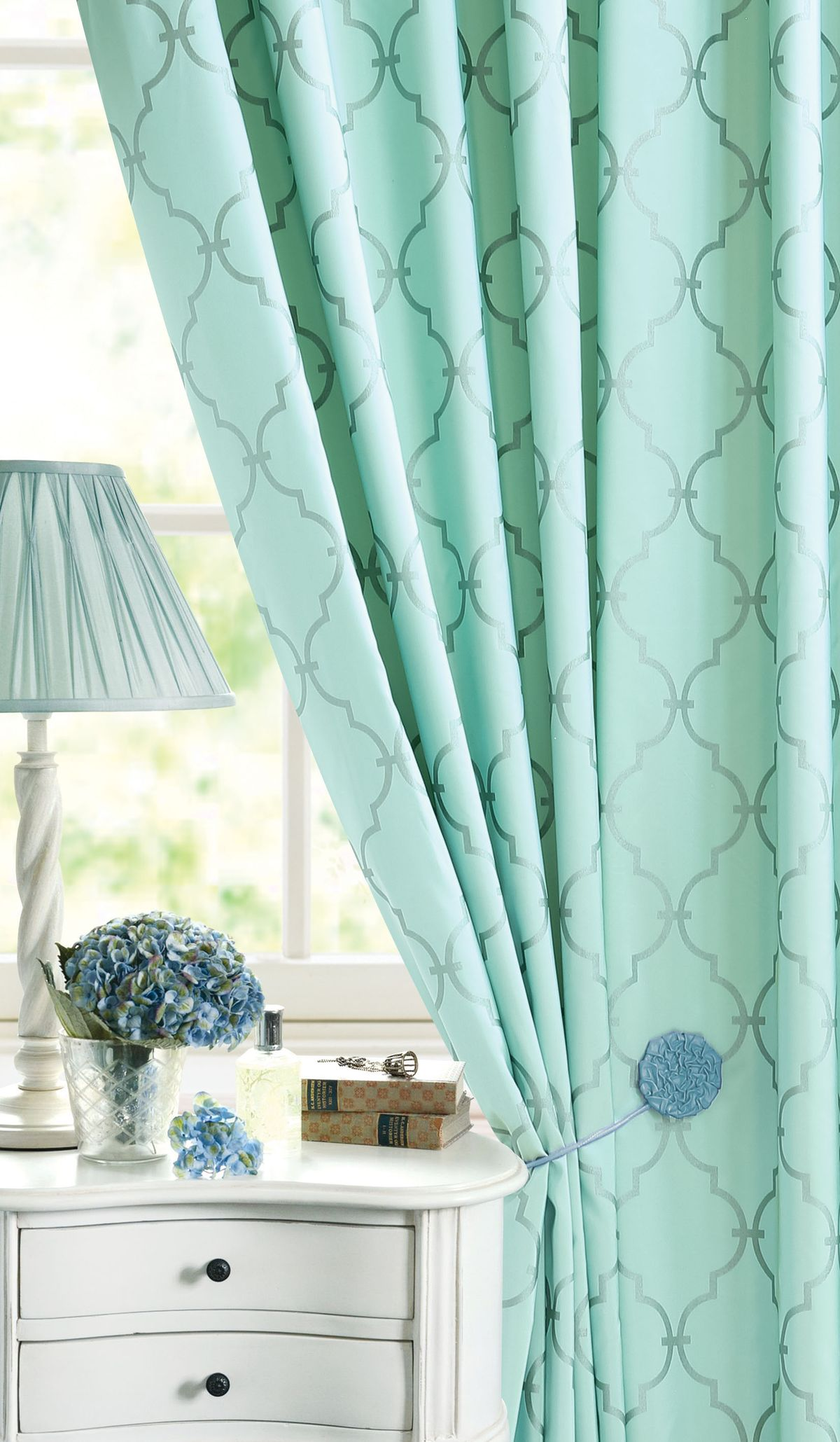 Штора Garden, на ленте, цвет: голубой, высота 260 см. С 1274 - W535072 V26S03301004Изящная штора для гостиной Garden выполнена из ткани с оригинальной структурой. Приятная текстура и цвет штор привлекут к себе внимание и органично впишутся в интерьер помещения. Штора крепится на карниз при помощи ленты, которая поможет красиво и равномерно задрапировать верх.