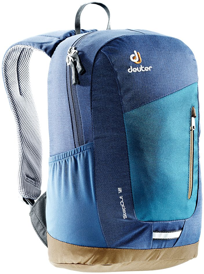 Рюкзак Deuter Daypacks StepOut 12, цвет: темно-синий, 12 л3810215_3358Рюкзак Deuter Daypacks StepOut 12 - это новый удобный рюкзак для города с отделениями для документов. Особенности: Система спинки Airstripes; Плечевые лямки анатомической формы; Отделение для документов; Фронтальный карман на молнии со съемным карабином для ключей; Эластичные боковые карманы; Петля для фонарика безопасности. Размер рюкзака: 41 х 24 х 14 см.