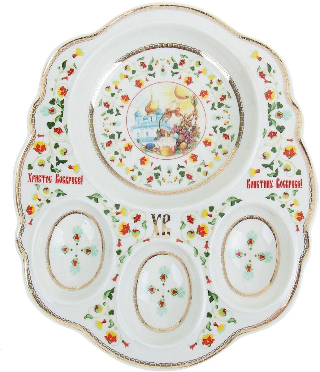 Подставка пасхальная Эдем, под яйца, 16,5 х 20 см. 867692VT-1520(SR)Фигурная подставка на 3 яйца и кулич изготовлена из прочной белоснежной керамики с нанесением тематических изображений насыщенными натуральными и безопасными красками. Дизайн с прорисовкой изящного орнамента и светлой пасхальной композиции разработан профессионалами компании Сима-ленд.Аксессуар станет дополнительным украшением праздничного стола, создаст радостное настроение и наполнит пространство вашего дома благостной энергией на весь год вперёд.Благодаря яркой упаковке сувенир будет ценным памятным подарком для родных, друзей и коллег.Радости, добра и света вам и вашим близким!