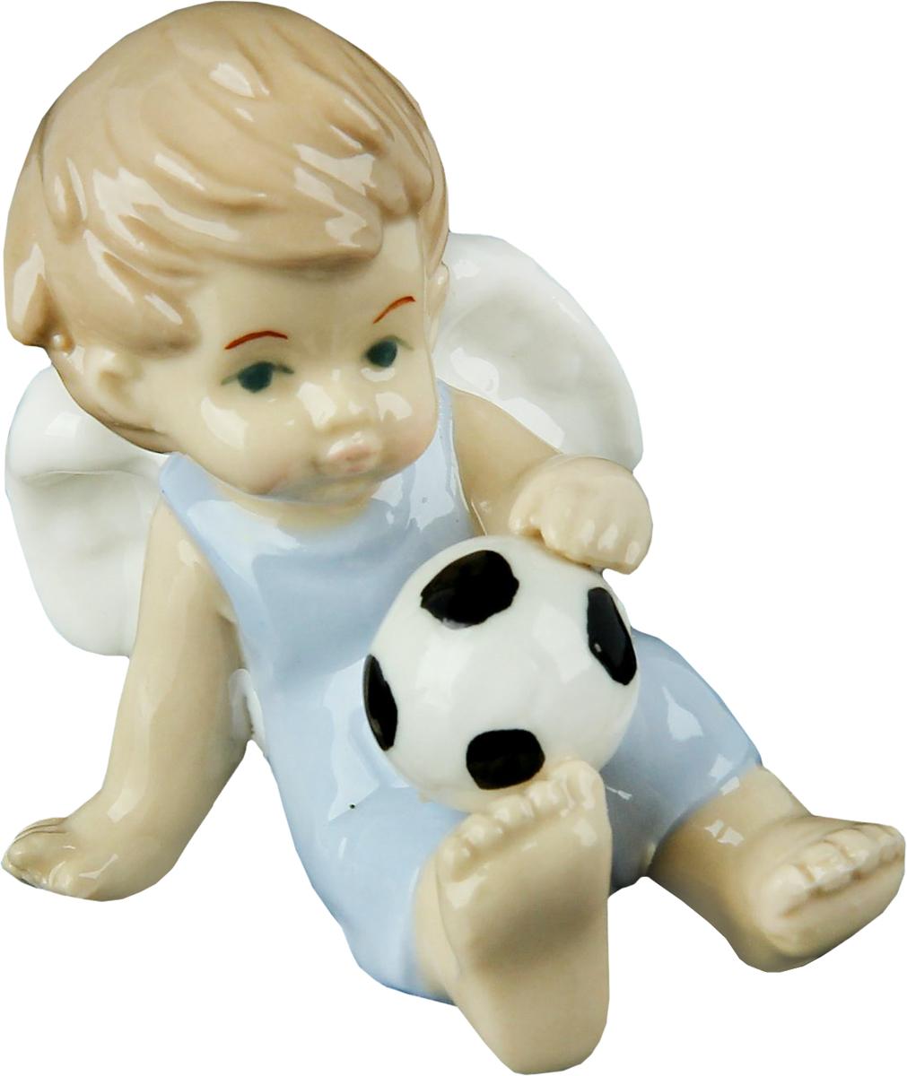 Сувенир пасхальный Sima-land Ангел в голубом комбезике с футбольным мячом, 6 х 4 х 7,5 смTHN132NАнгел в переводе с древнегреческого языка означает вестник, посланец, пусть этот сувенир Ангел в голубом комбезике с футбольным мячом будет вашим личным посланником, который защитит вас и близких от невзгод. Преподнесите эту изящную статуэтку на Пасху в корзинке с разноцветными яйцами, на Рождество вместе с конфетками, в День ангела со сладким тортом или в любой другой день, ведь для такого подарка со смыслом не обязательно нужен повод.