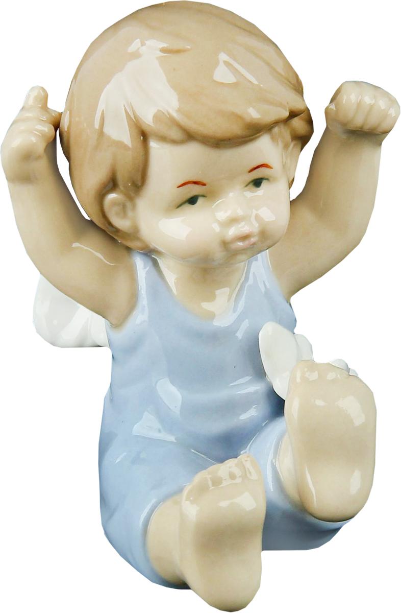Сувенир пасхальный Sima-land Ангел в голубом комбезике с бабочкой, 6 х 8 х 9,5 см11474/3C TOONАнгел в переводе с древнегреческого языка означает вестник, посланец, пусть этот сувенир Ангел в голубом комбезике с бабочкой будет вашим личным посланником, который защитит вас и близких от невзгод. Преподнесите эту изящную статуэтку на Пасху в корзинке с разноцветными яйцами, на Рождество вместе с конфетками, в День ангела со сладким тортом или в любой другой день, ведь для такого подарка со смыслом не обязательно нужен повод.