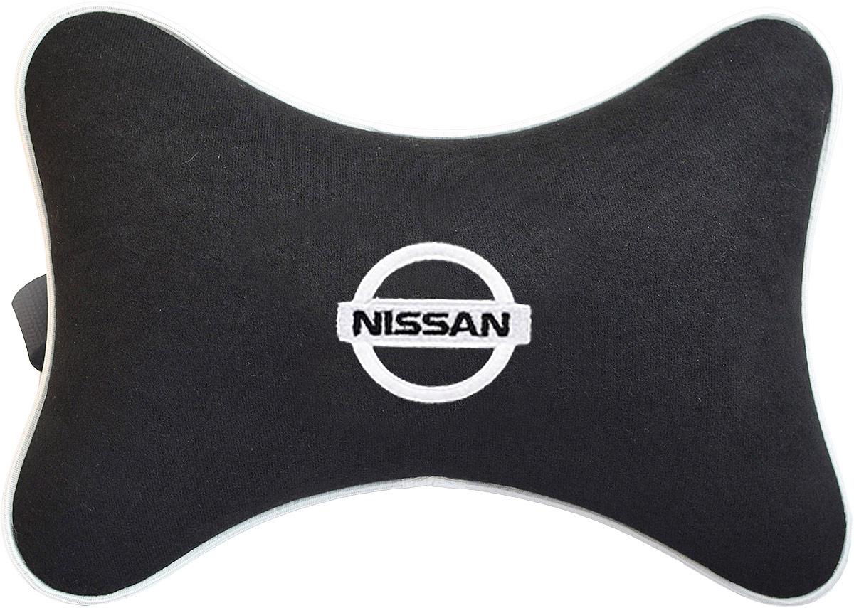 Подушка на подголовник Auto Premium Nissan, цвет: черный. 3742337423Подушка на подголовник Auto Premium Nissan - это прежде всего лучший способ создать комфорт для шеи и головы во время пребывания в автомобильном кресле. Большинство штатных подголовников устроены так, что до них попросту не дотянуться. Данный аксессуар полностью решает эту проблему, создавая мягкую ортопедическою поддержку. Подушка крепится к сиденью, а это значит один раз поставил - и забыл. Меньше утомляемость - выше внимание и концентрация на дороге. Подушка одинаково удобна для пассажира и водителя. Выполнена из велюра.